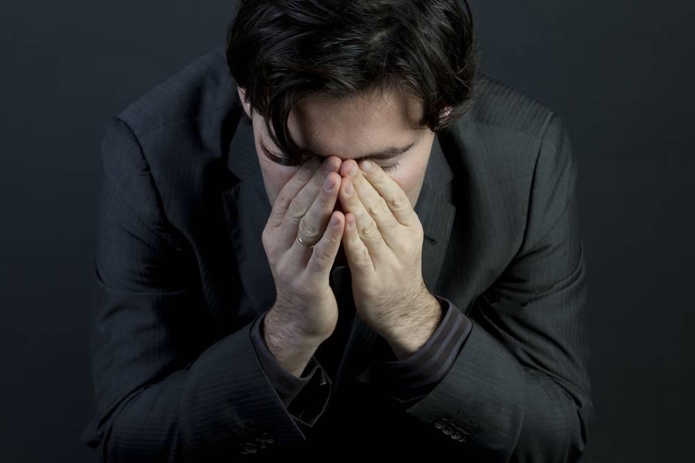 Симптомы депрессии у мужчины: причины её возникновения и способы лечения