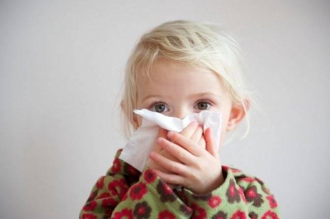 Насморк и кашель у грудничка: как лечить?