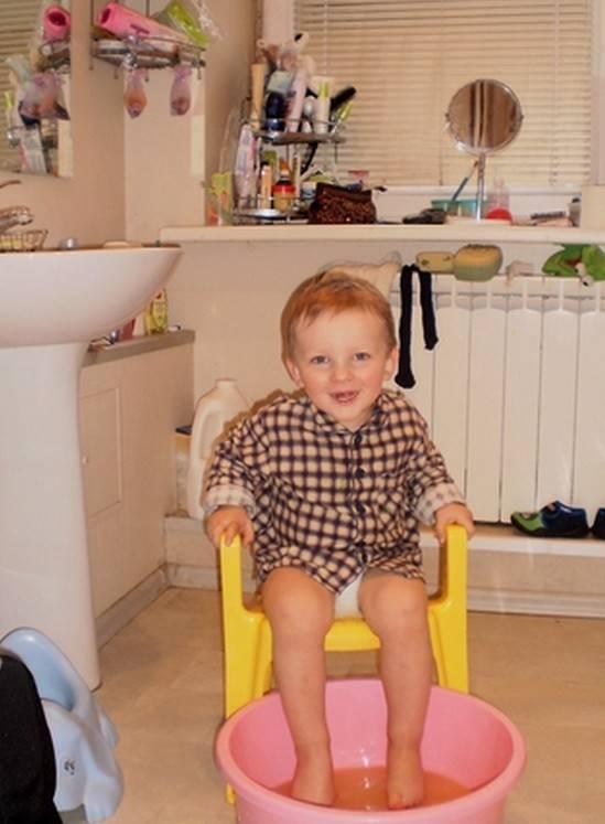 Можно ли парить ноги детям при насморке?