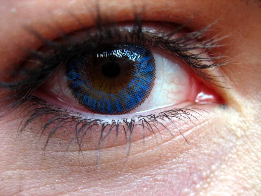 Вредно ли носить цветные линзы для здоровых глаз