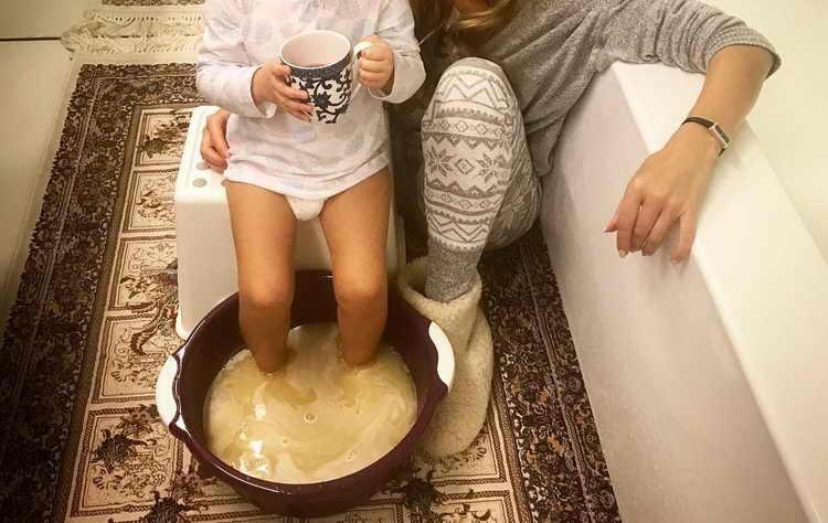 Можно ли парить ноги при кашле ребенку? польза процедуры