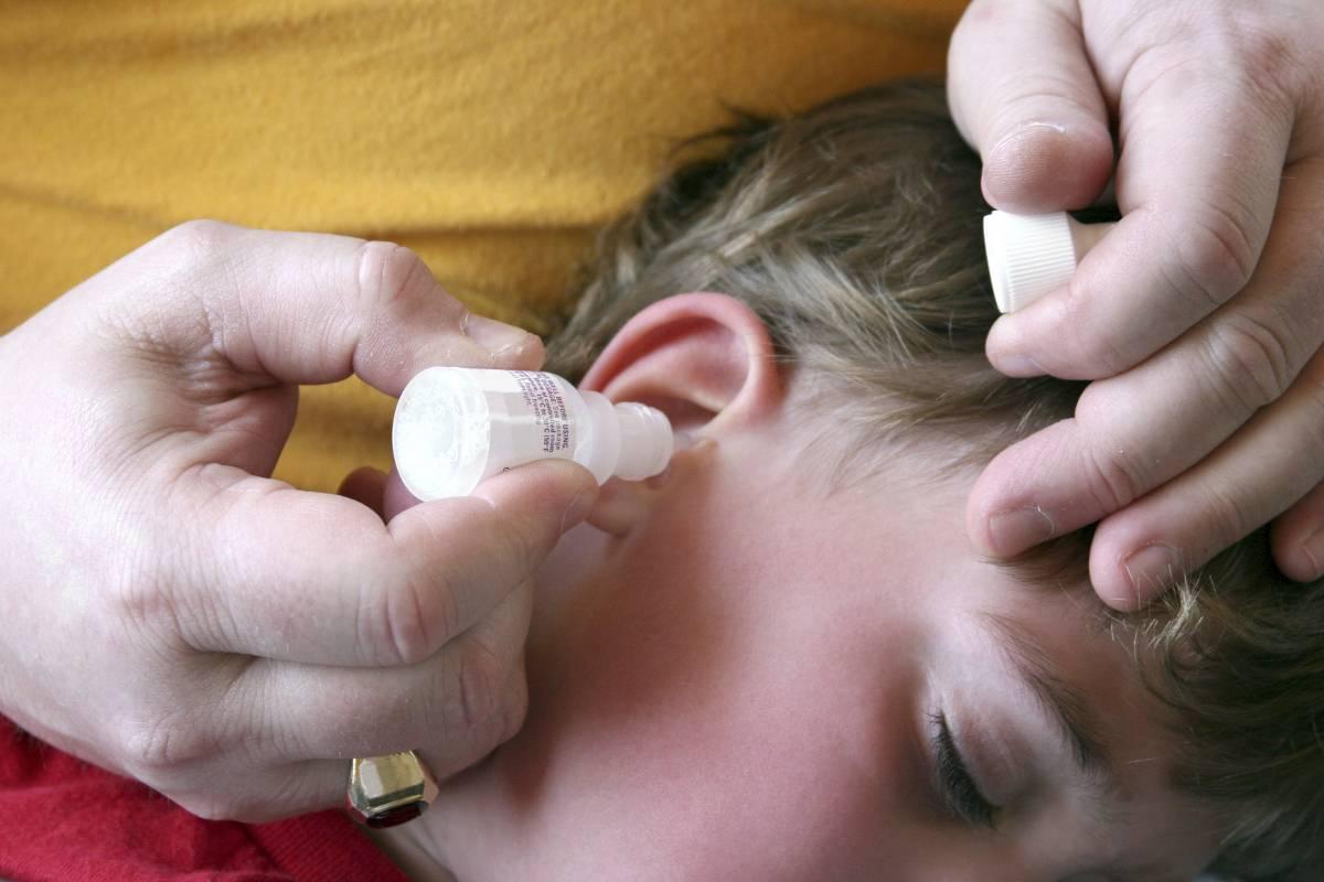 Признаки отита у детей и грамотная тактика лечения в домашних условиях