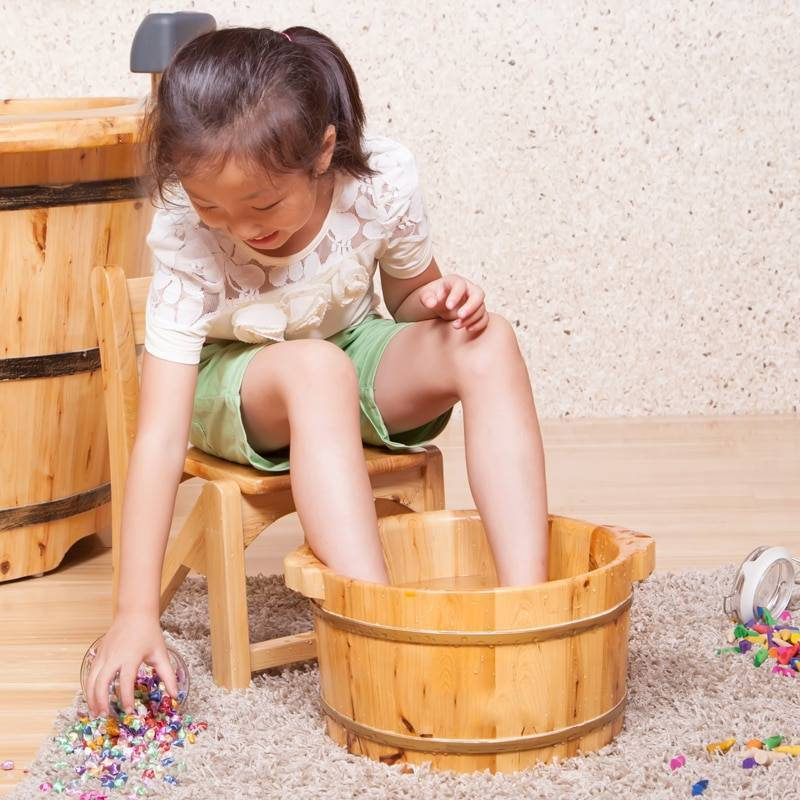 Можно ли парить ноги при соплях ребенку