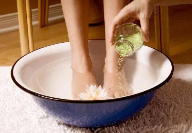 Ванночки при цистите у женщин, мужчин, детей: как делать с ромашкой, марганцовкой, содой, живицей, солью, лавровым листом, радоновые