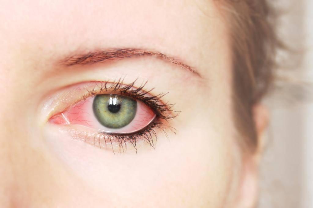 как сделать красные глаза в домашних условиях как у вампира