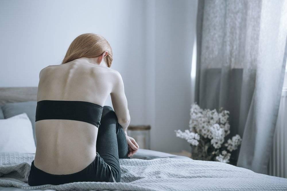 Анорексия у подростков: причины, признаки и лечение
