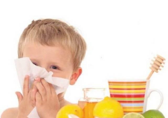 Как лечить зеленые сопли у ребенка, какие капли выбрать?