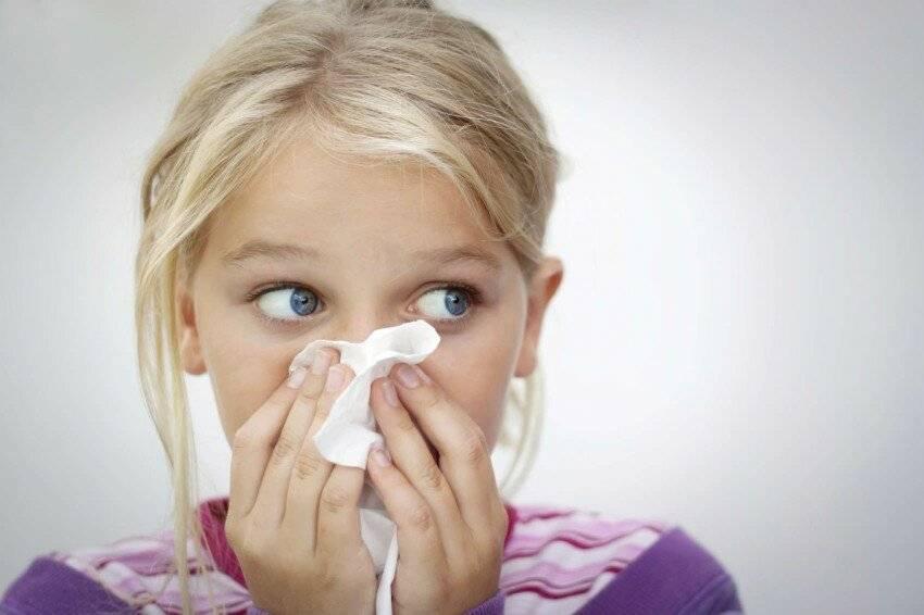 Почему при простуде, чихании и насморке может чесаться или свербеть нос и как лечить?