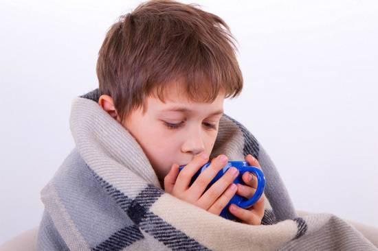 у ребенка течет из носа чем лечить