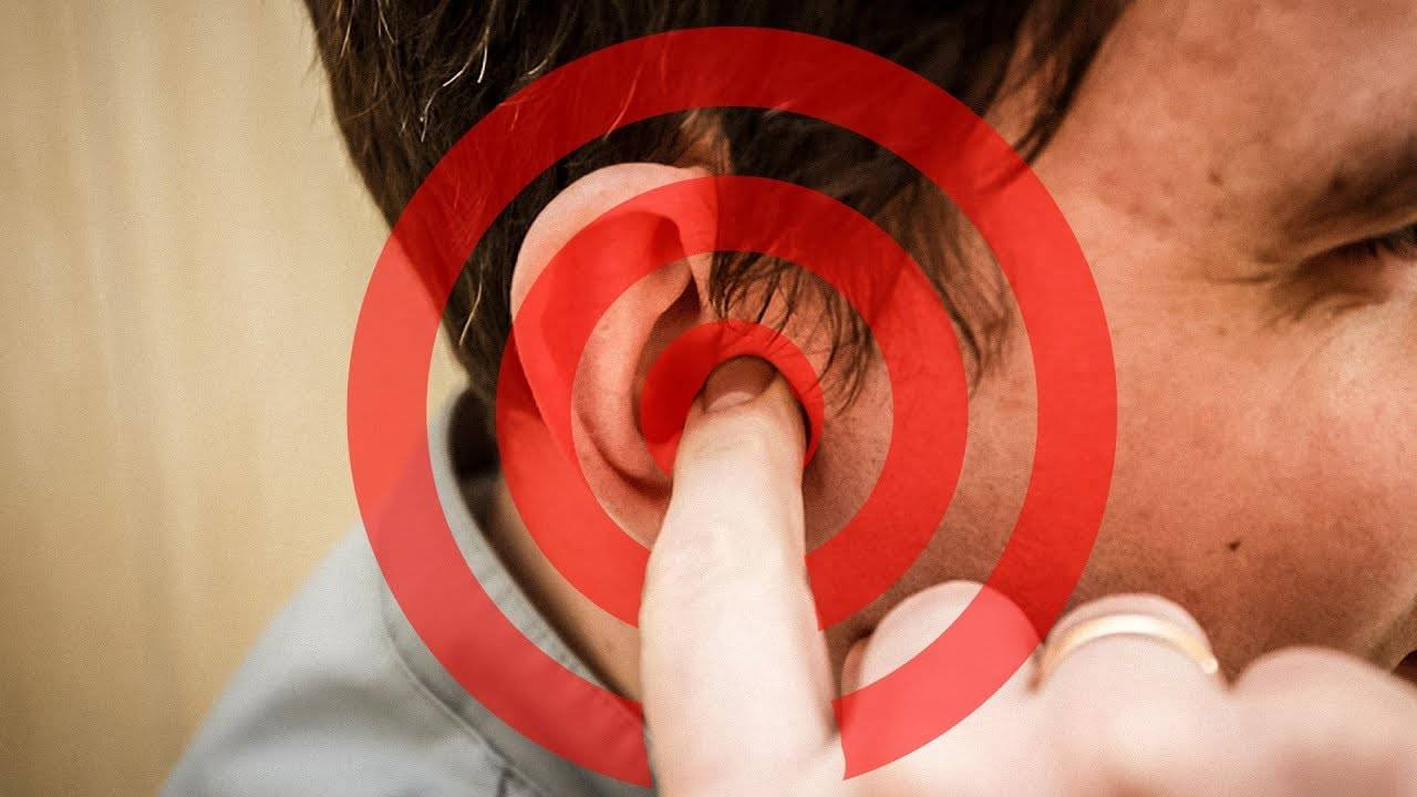 Почему звенит в левом ухе