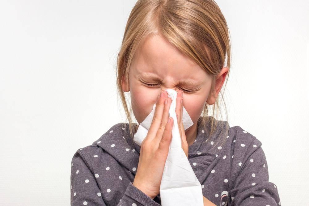 чем лечить аллергический насморк у ребенка