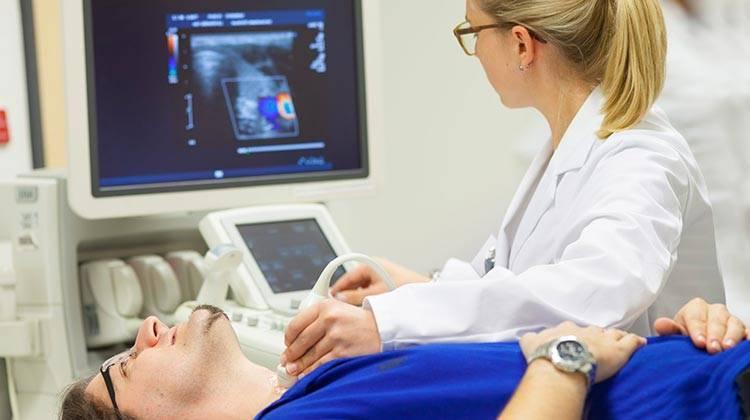 Рак горла: первые симптомы и признаки, стадии, лечение и прогноз жизни