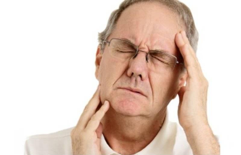 Болит под ухом при жевании
