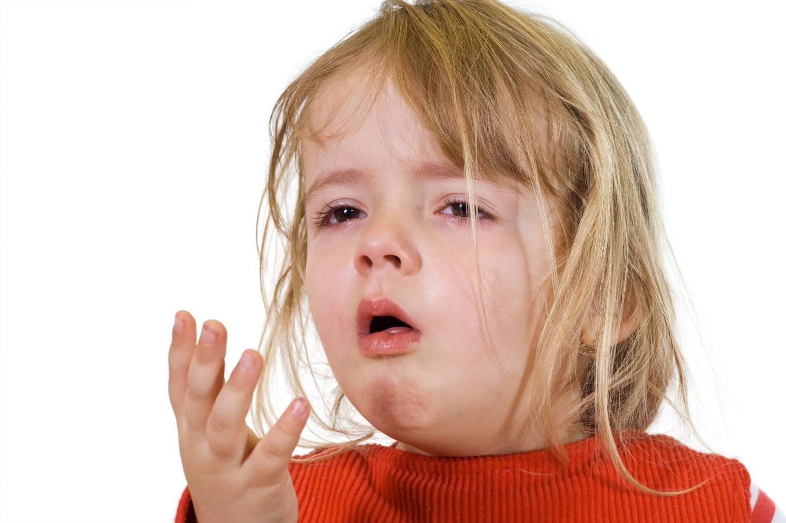 Не проходит сухой лающий кашель у ребёнка без температуры: причины