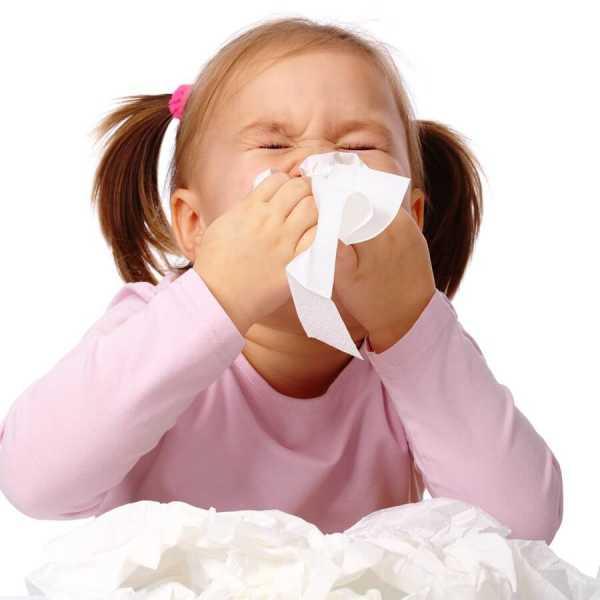 Чем отличается вирусный насморк от бактериального и как он лечится?