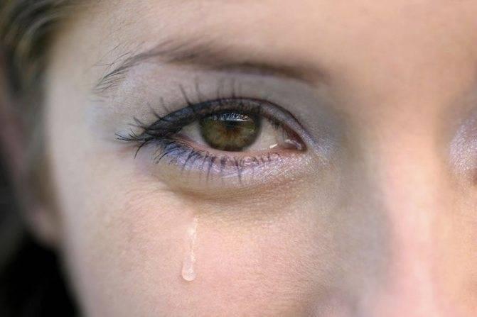 Почему часто моргают глаза и болят