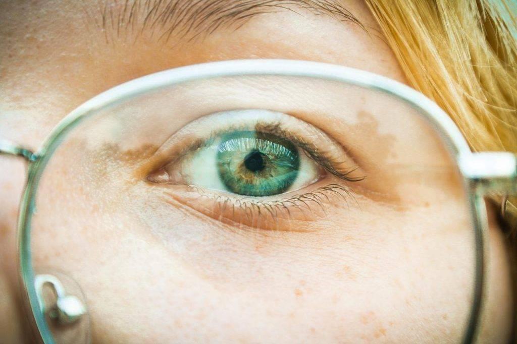 Из-за чего портится зрение, резко падает и ухудшается – причины