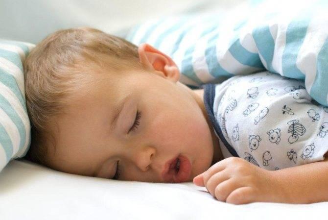 Почему ребенок может храпеть во сне, но соплей нет и как лечить?