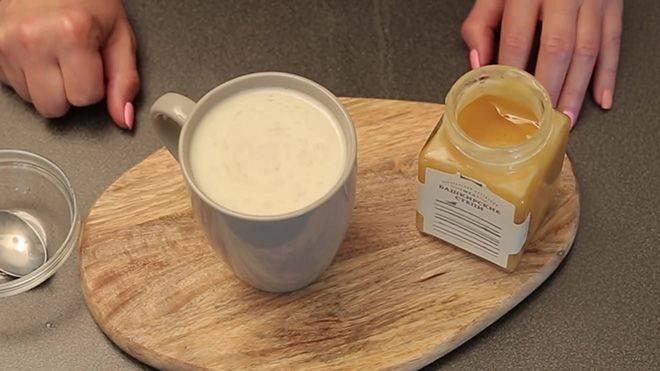 Горячее молоко с шалфеем от кашля
