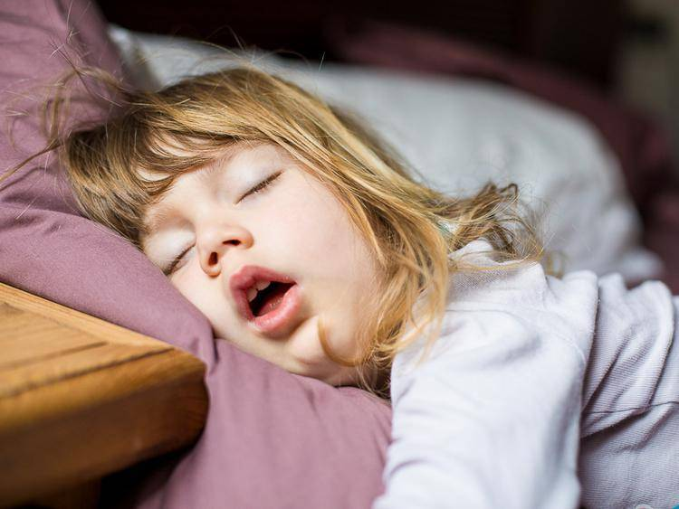 Ребенок храпит во сне – это опасно?