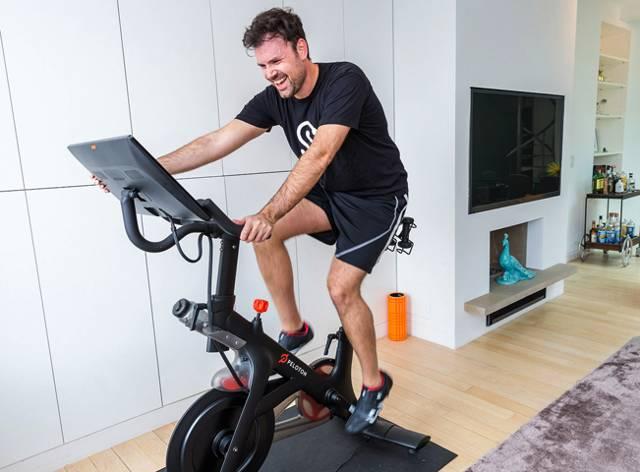 Велосипед и геморрой: можно ли кататься и заниматься на велотренажере