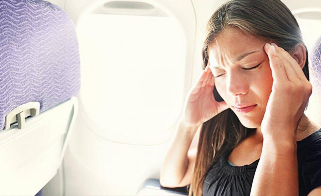 Почему закладывает уши в самолете и что делать в таких случаях