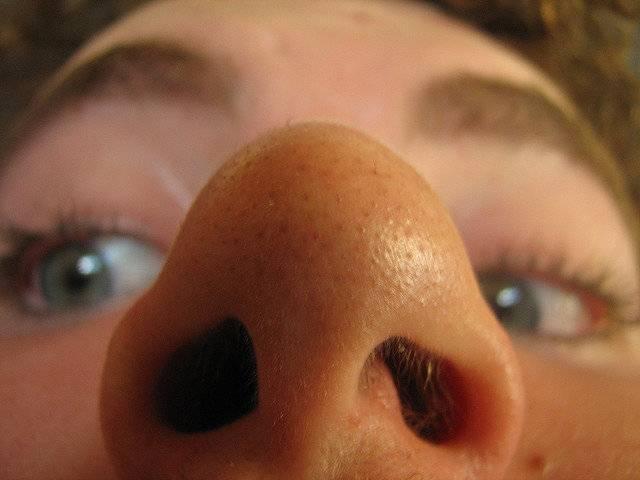 Способы лечения стафилококка в носу у взрослых и детей