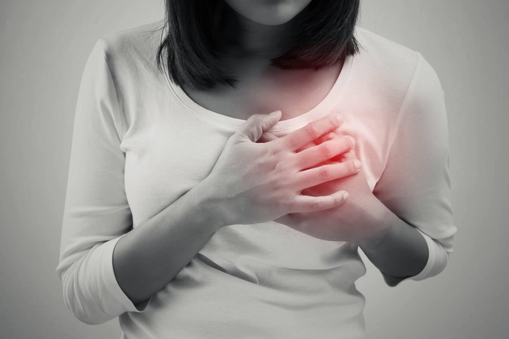 Почему болит грудь в середине цикла и сильно набухает - причины