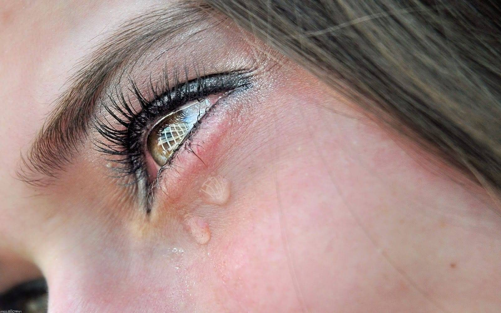 болят и слезятся глаза причины