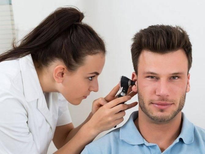 В ухе как будто жужжит и гудит: причины и лечение