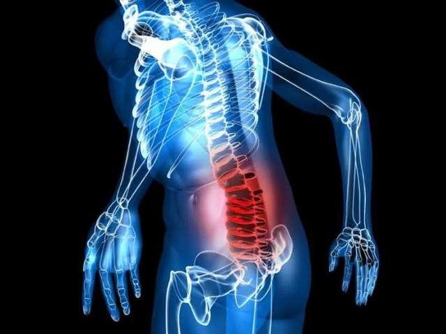 При цистите боли могут отдавать в спину