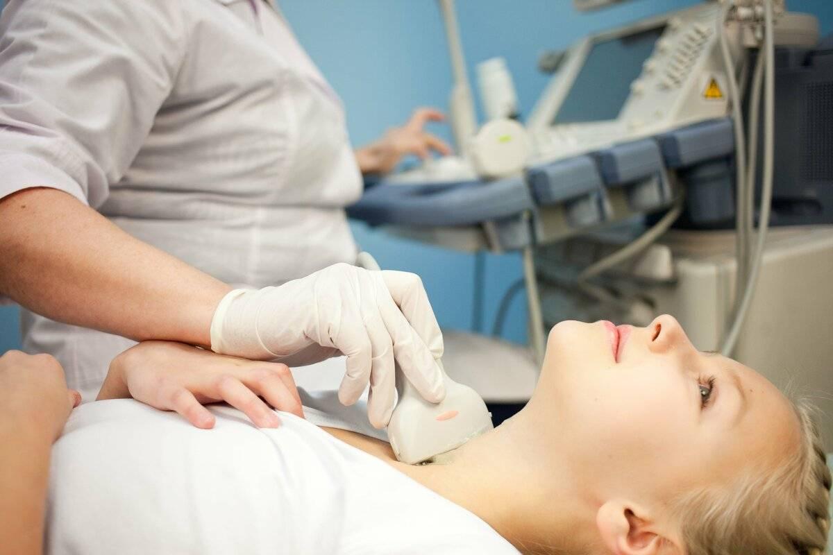 Узи щитовидной железы – показания и противопоказания, подготовка и проведение исследования, нормы размеров железы у женщины, мужчины и ребенка, расшифровка, цена и отзывы, где сделать