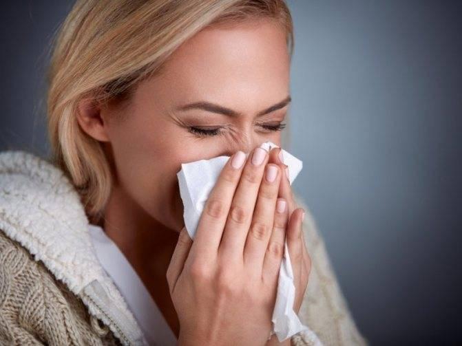 Что делать, если болит горло при грудном вскармливании? нужно ли прекращать лактацию и чем лечить болезнь?