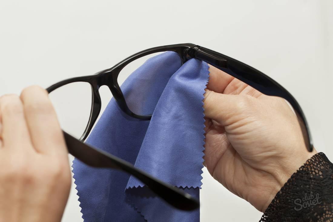 Чем лучше протирать очки для зрения