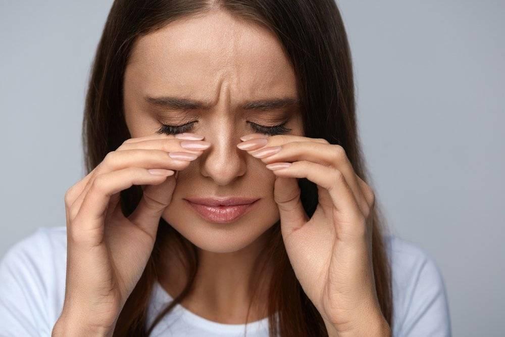 болят глаза от слез что делать