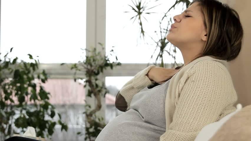 першит в горле у беременной