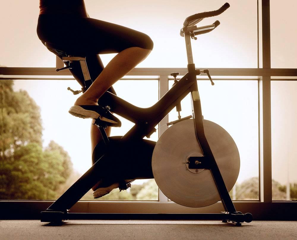Велосипед при геморрое: можно ли ездить на велосипеде и велотренажёре при геморрое, противопоказания, правила езды, одежда для велопрогулок