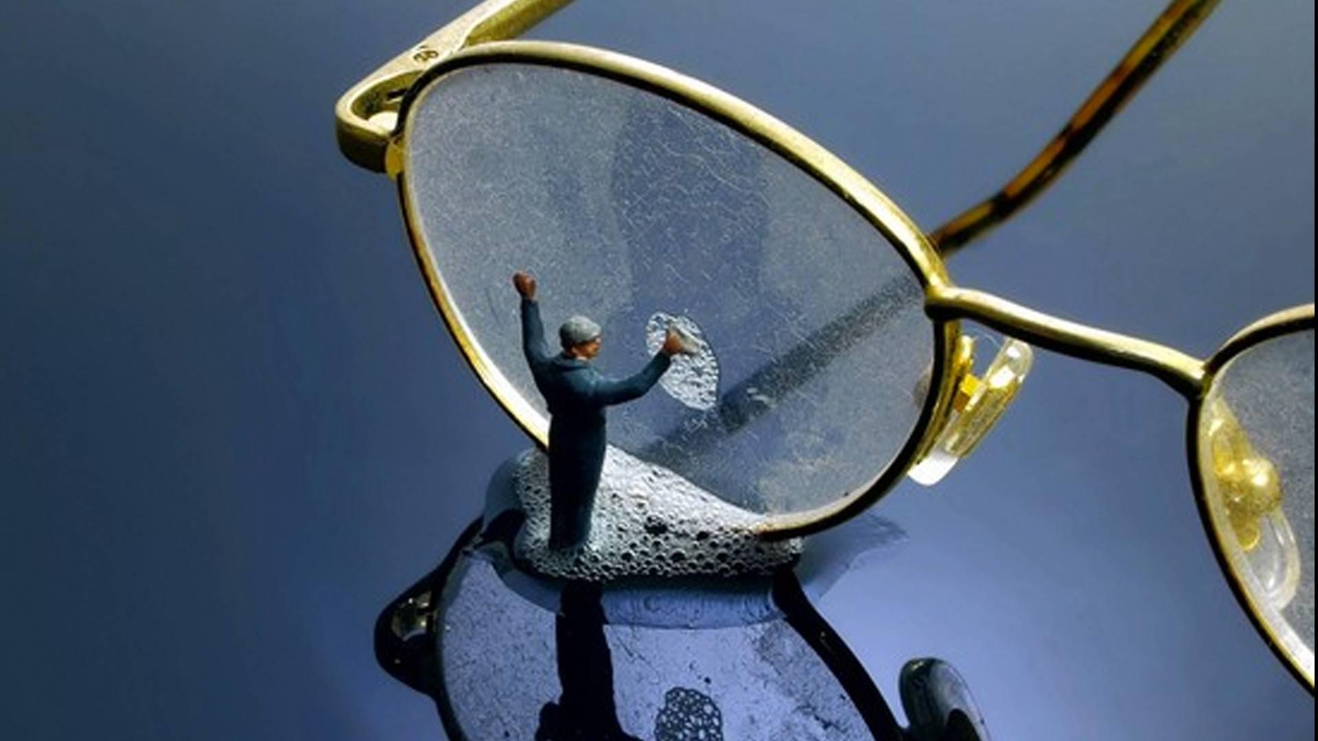 Как почистить очки в домашних условиях чем протереть линзы