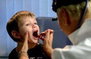 Как лечить сухой горловой кашель у ребенка чем лечить