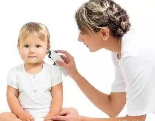 высокая температура и болит ухо у ребенка
