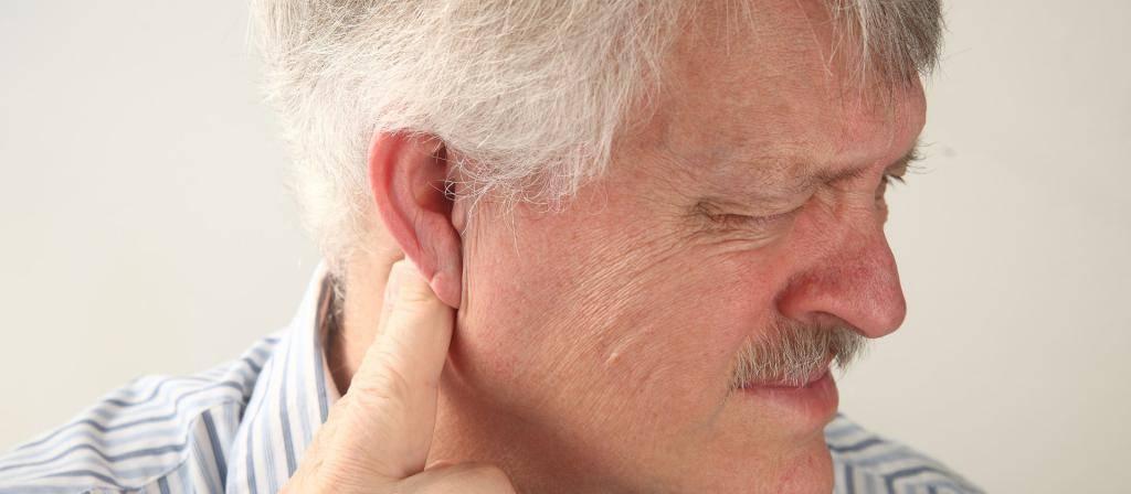 боль за ушами
