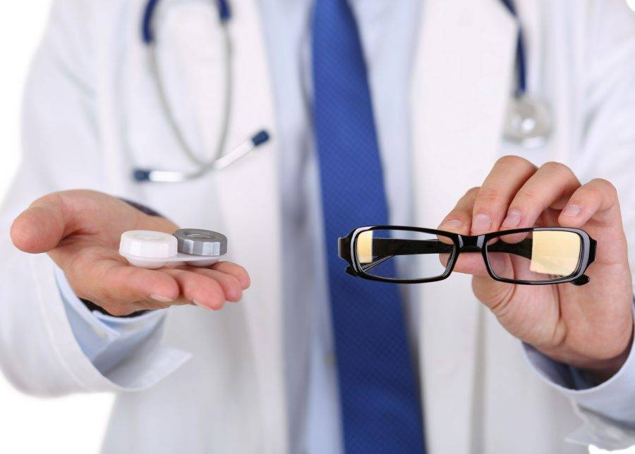 Что лучше – очки или контактные линзы?
