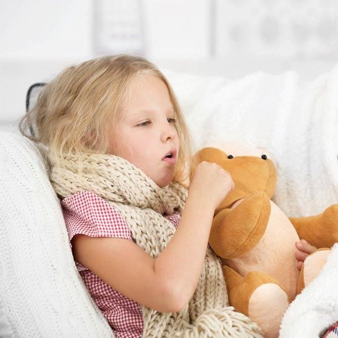 Купать ли ребенка при сильном кашле и насморке или нет