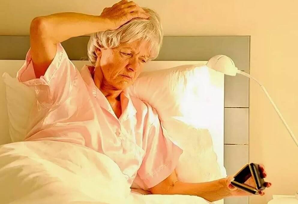 Как избавиться от бессонницы в пожилом возрасте: лечение