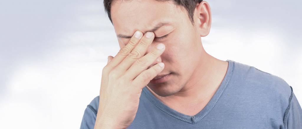почему закладывает нос без насморка