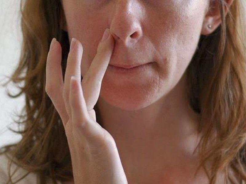 Герпес в носу: заражение и развитие, признаки, как лечить, профилактика
