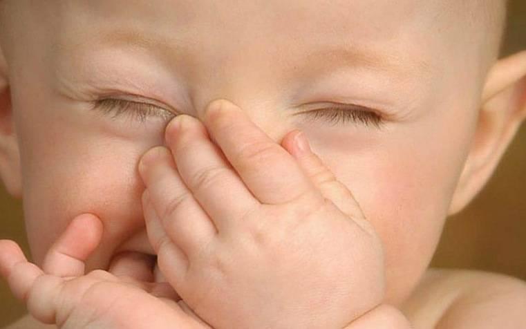 Насморк у грудничка — советы по правильному лечению
