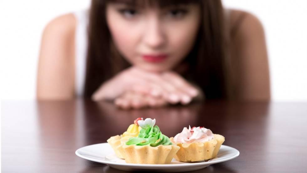 Как избавиться от тяги к сладкому: причины зависимости, психологические методы и способы