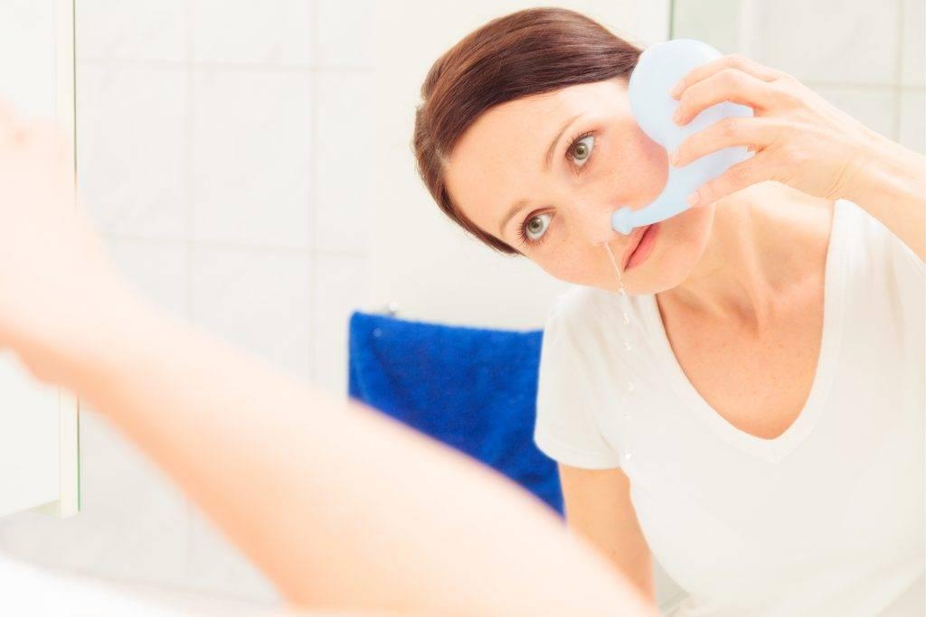 при наклоне головы из носа течет жидкость
