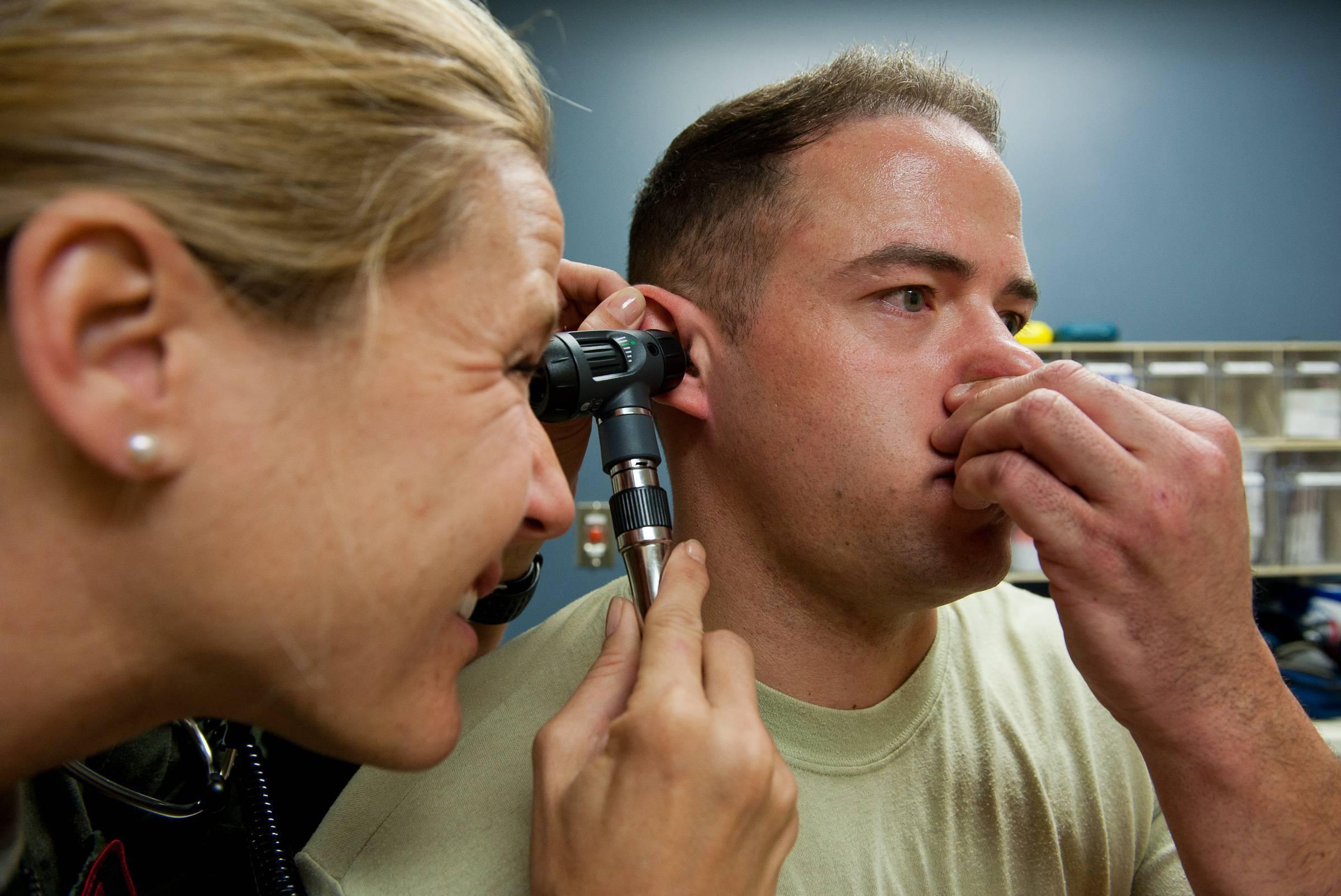 Закладывает уши при насморке и кашле как лечить